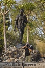 Seub Nakhasatien statue and L. Bruce Kekule